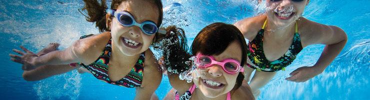 Óculos no parque aquático